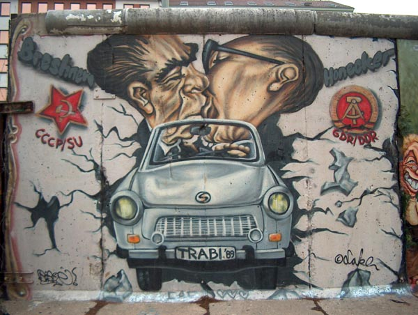 Contemporarynomadcom berlin wall art for Berlin wall art