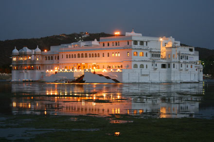 blog_udaipur_lake_palace.jpg