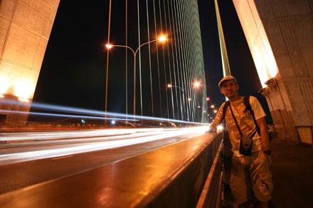 Thomas on Rama VIII Bridge