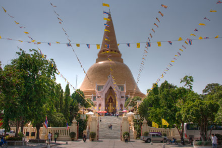 ContemporaryNomad.com  The Tallest Buddhist Stupa