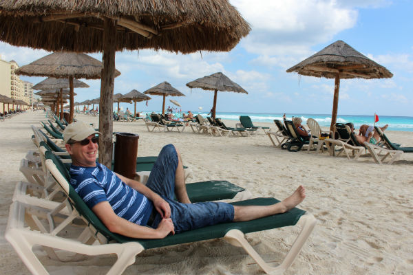 Tony relaxes in Cancun