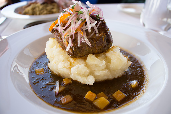 Beef tenderloin with manioc puree