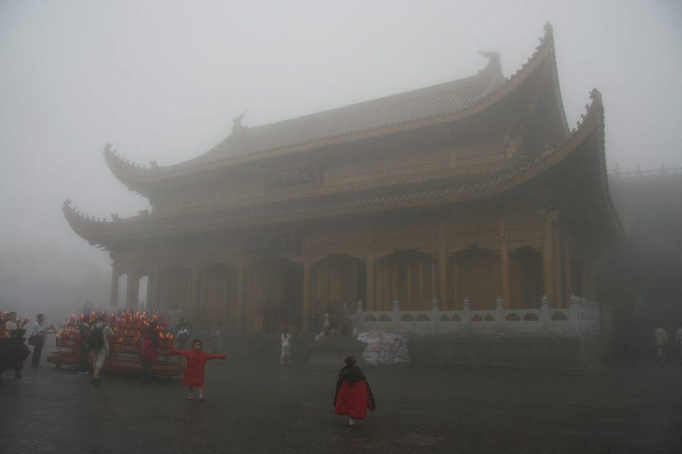 Emei Shan's Huazang Temple shrouded in fog