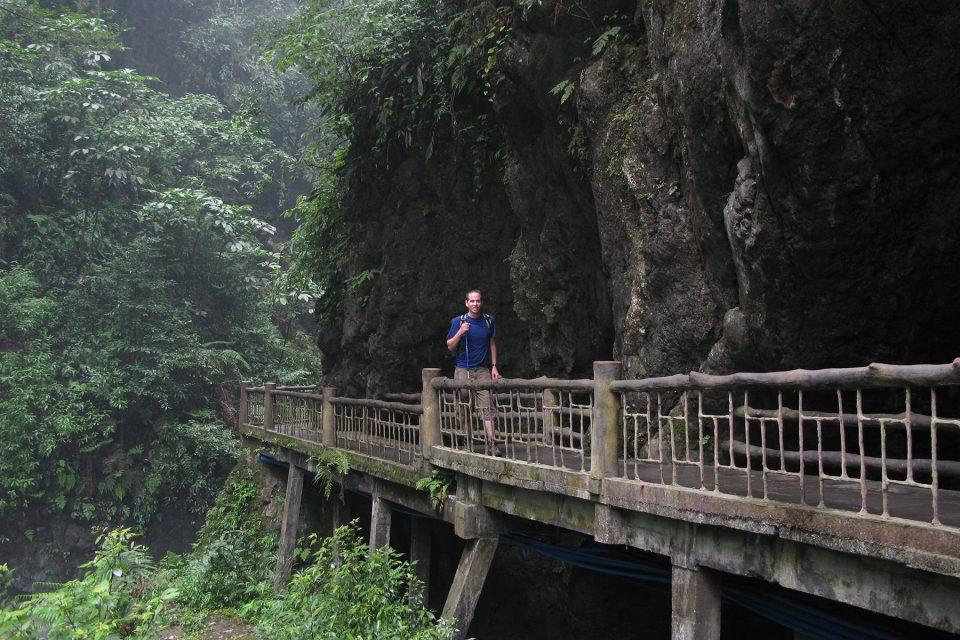Hiking Emei Shan