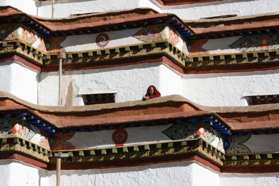 A monk looking out from the Gyantse Kumbum