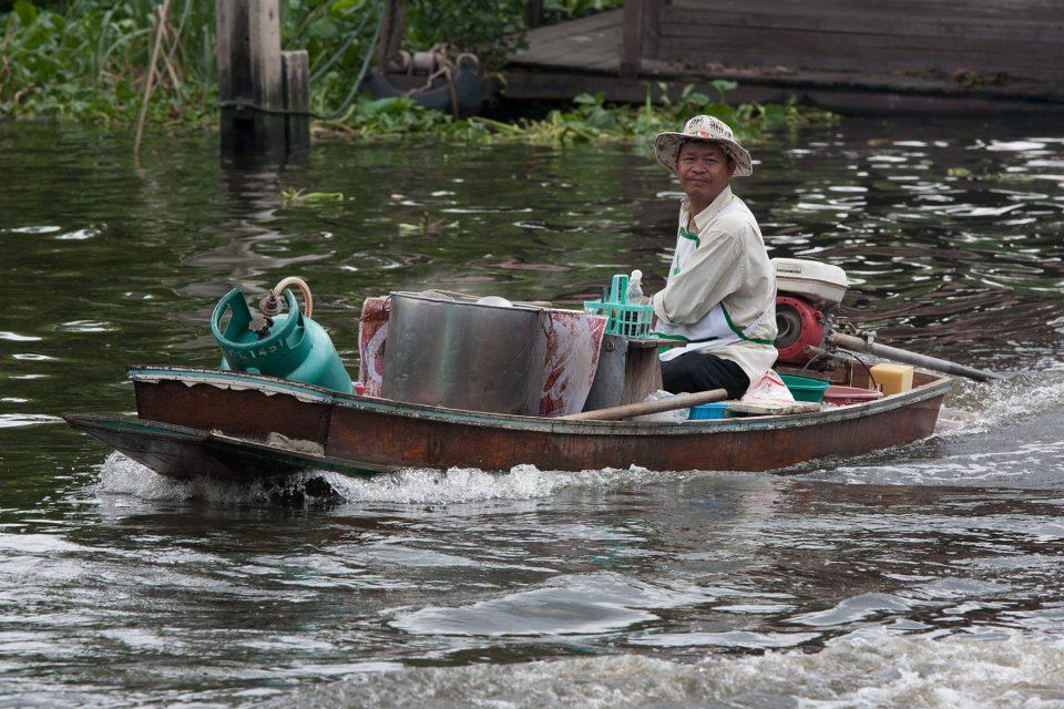 Boat on khlong at Taling Chan