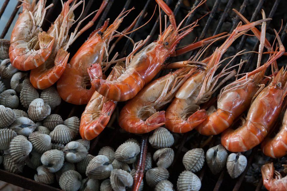 Grillen prawns and shellfish at Taling Chan
