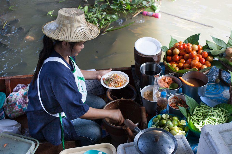 Making green papaya salad at Taling Chan
