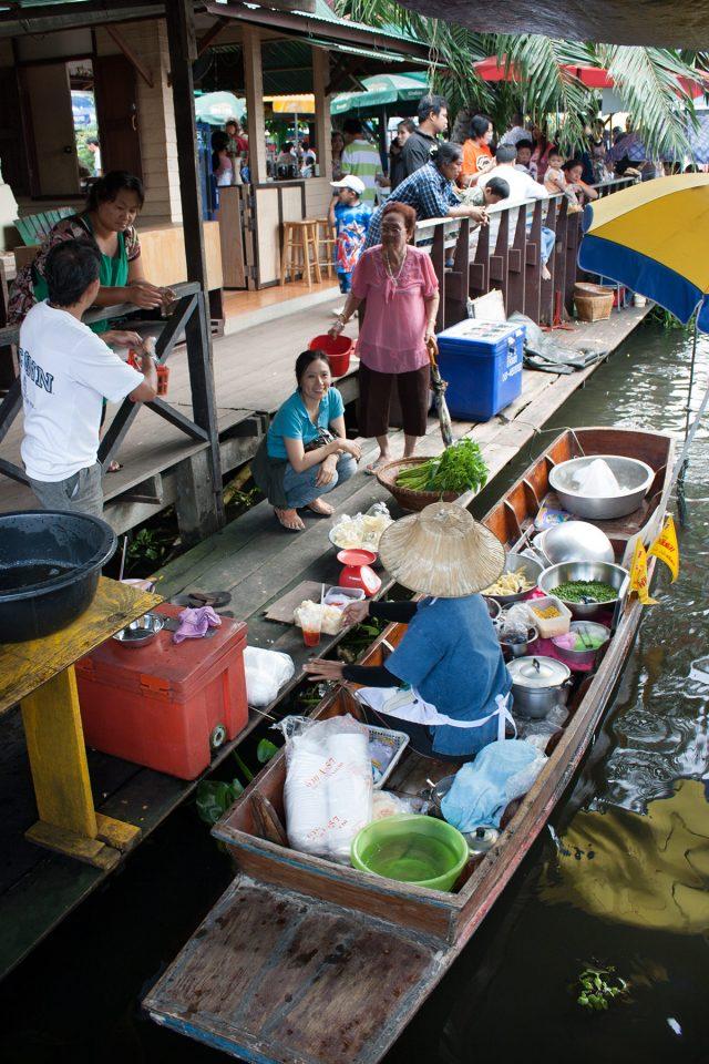 Boat food-stall at Taling Chan