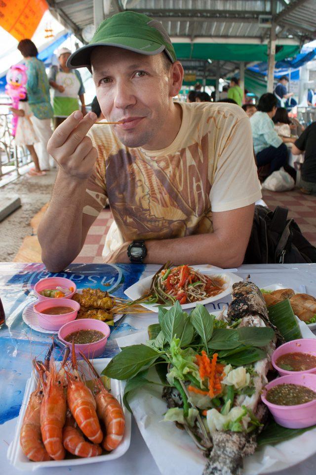 Thomas feasting at Taling Chan Market