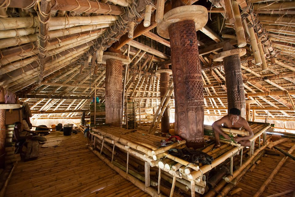 Ratenggaro hut interior