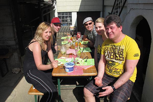 Juliane (niece), Holger (Annika's boyfriend), Thomas, Annika (niece), Thomas (Sabine's husband)