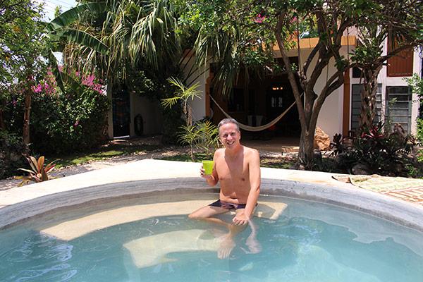 "Pool shaped like ""the pyramid at Chichen Itza"" :-)"