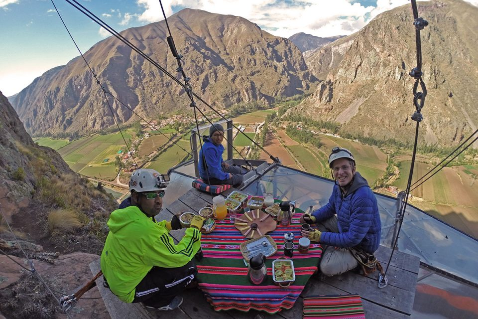 Skylodge Adventure Suites: Breakfast on a cliff