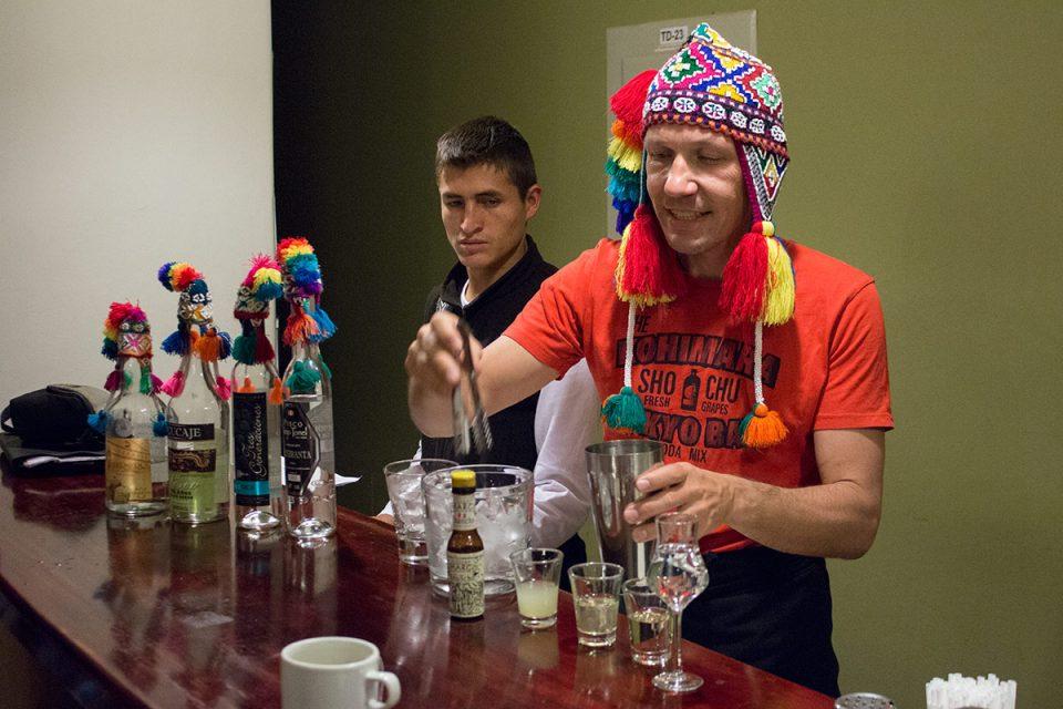 Salkantay trek to Machu Picchu: Thomas preparing Pisco Sours