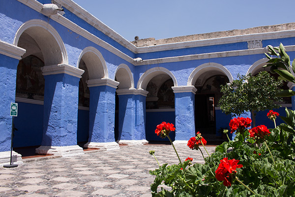 A courtyard in the Monasterio de Santa Catalina