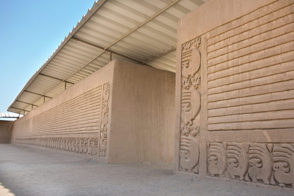 Chan Chan walls with bold line decoration