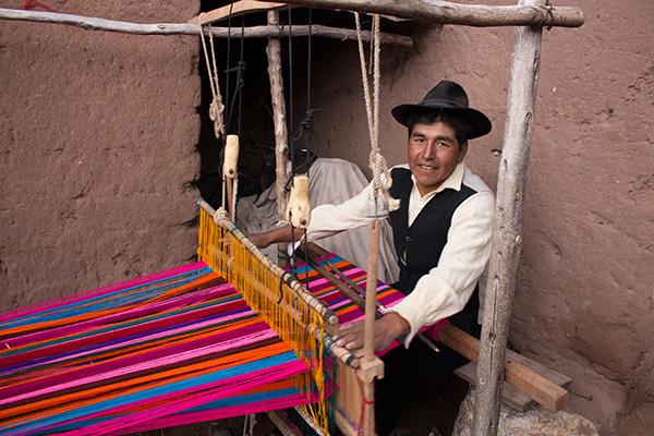 Weaving family in Copamaya