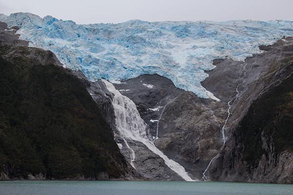 The spectacular Romanche Glacier