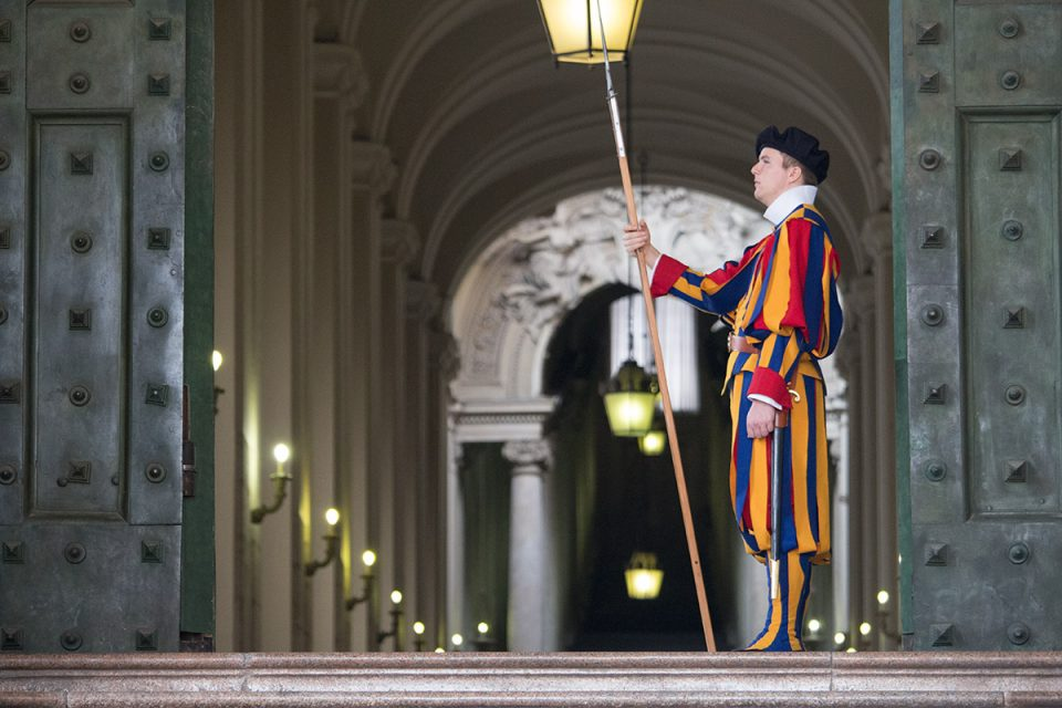 Things to do in Rome: Vatican guard