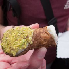 Roman food guide: Fresh cannoli in Rome