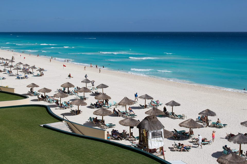 Caribbean honeymoon: Beach in Cancun