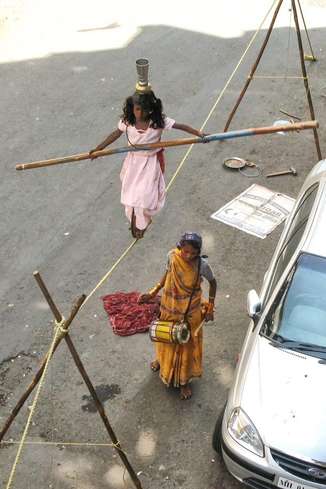 Street acrobats in Mumbai